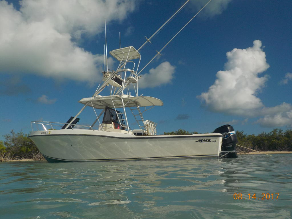 1985 Mako boat for sale, model of the boat is 284  CC Cuddy Cabin & Image # 5 of 15
