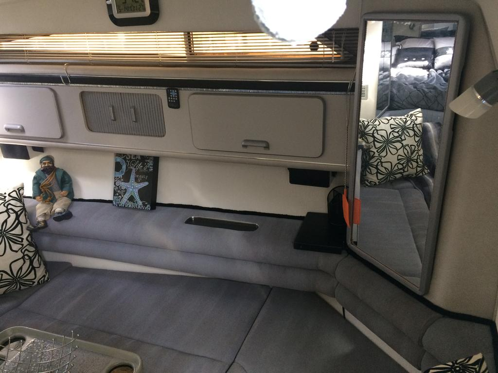 1991 Cruisers Yachts boat for sale, model of the boat is 310/330 Weekender  & Image # 11 of 15