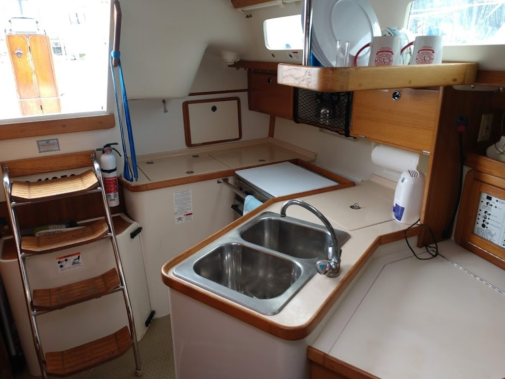 2000 Catalina Yachts boat for sale, model of the boat is 320 & Image # 3 of 12