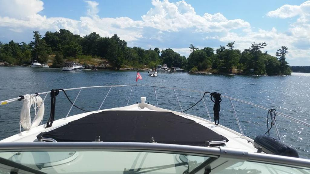 1999 Maxum boat for sale, model of the boat is 4100SCR & Image # 4 of 8