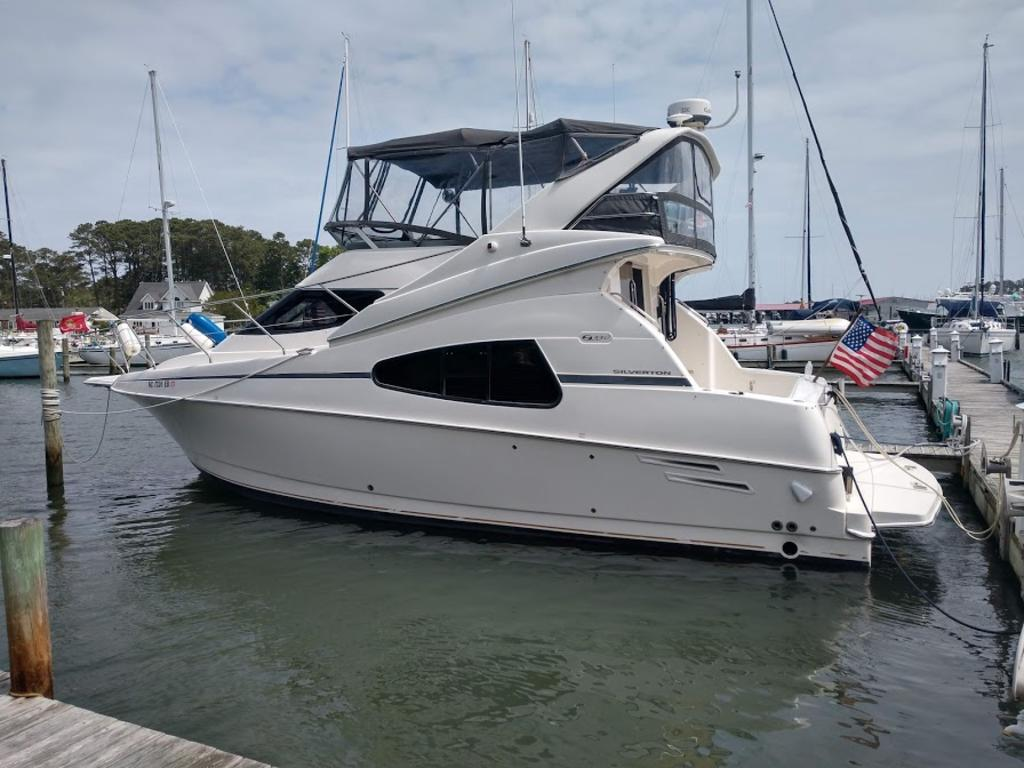 2005 Silverton boat for sale, model of the boat is 330 & Image # 1 of 17