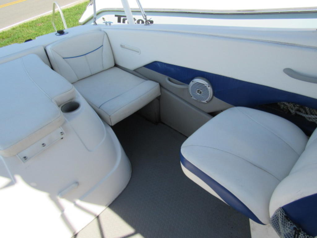 2008 Bayliner boat for sale, model of the boat is 210 Discovery & Image # 25 of 31