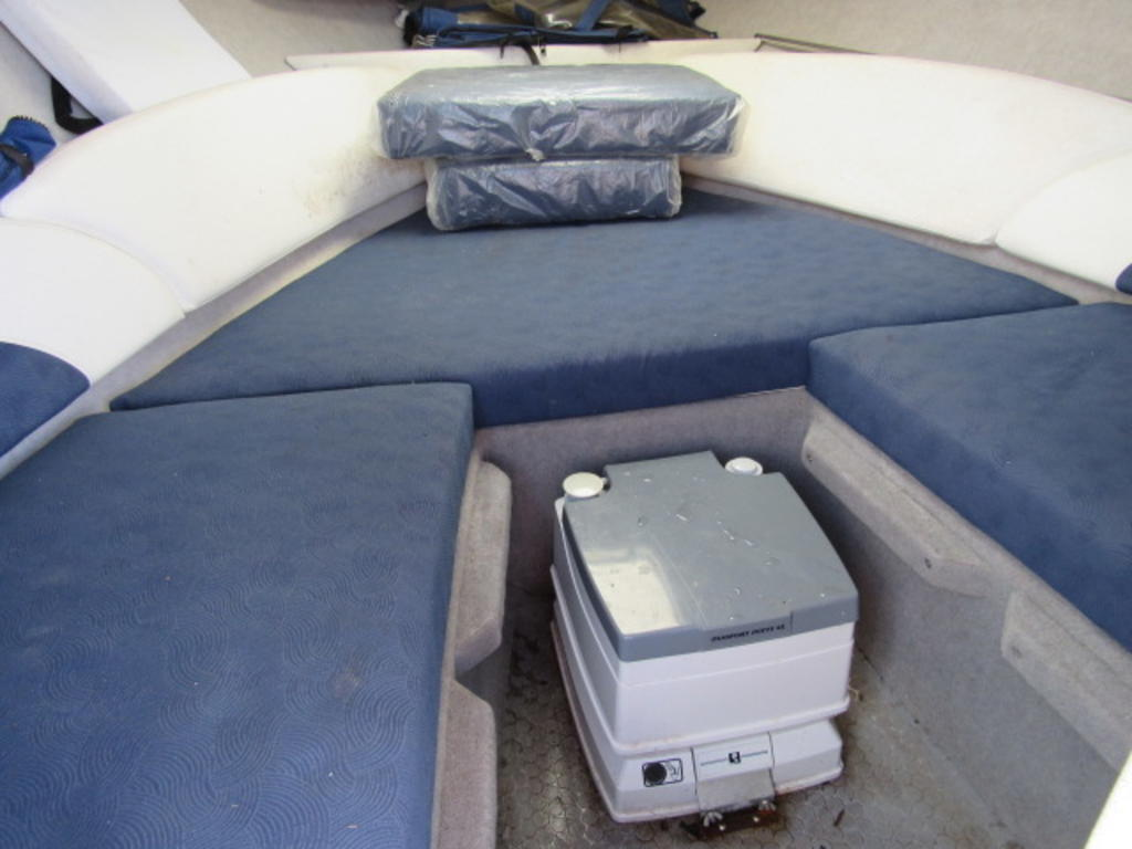 2008 Bayliner boat for sale, model of the boat is 210 Discovery & Image # 9 of 31