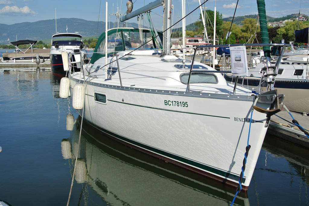 1998 Beneteau boat for sale, model of the boat is Oceanis 321 & Image # 12 of 18