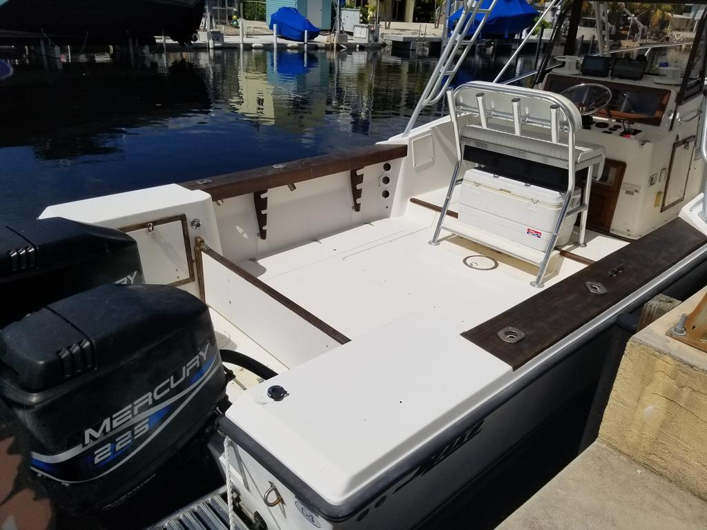 1985 Mako boat for sale, model of the boat is 284  CC Cuddy Cabin & Image # 9 of 15