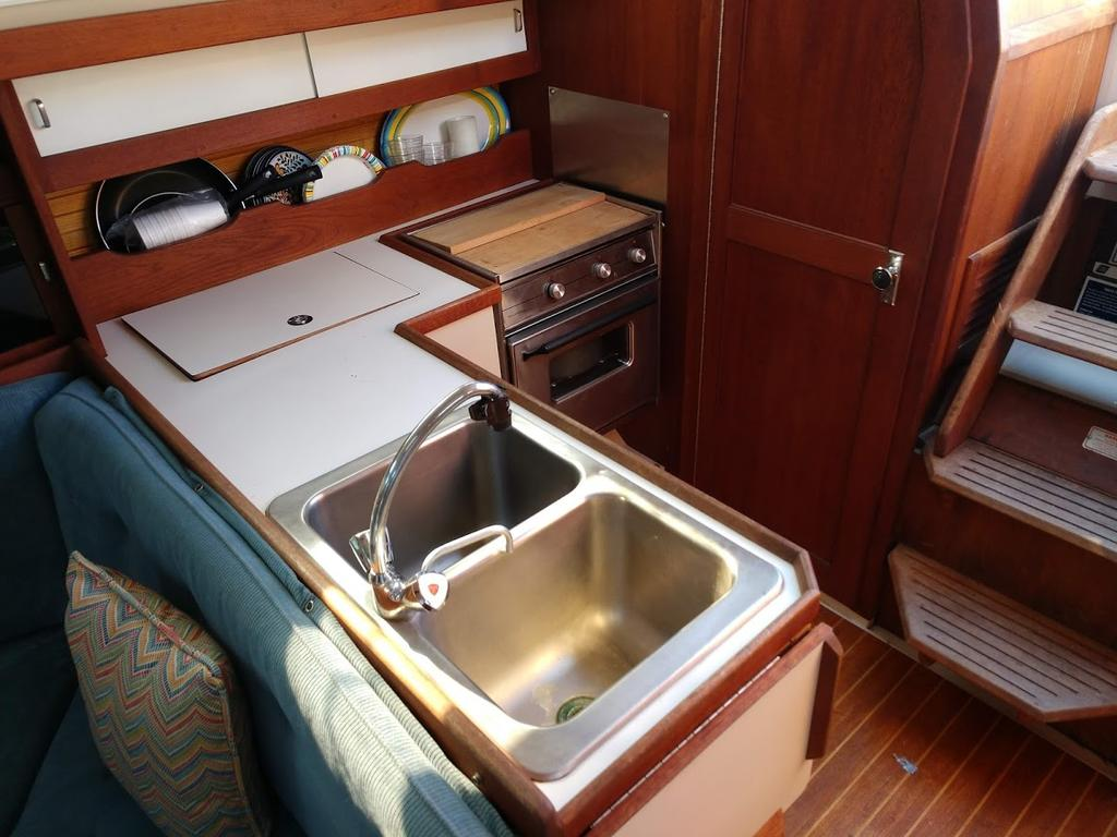 1987 Catalina Yachts Cruiser Series boat for sale, model of the boat is C-34 & Image # 2 of 11