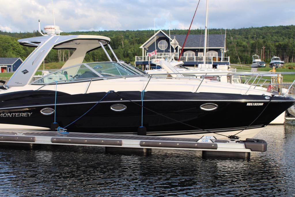 2015 Monterey boat for sale, model of the boat is 355SY & Image # 4 of 10