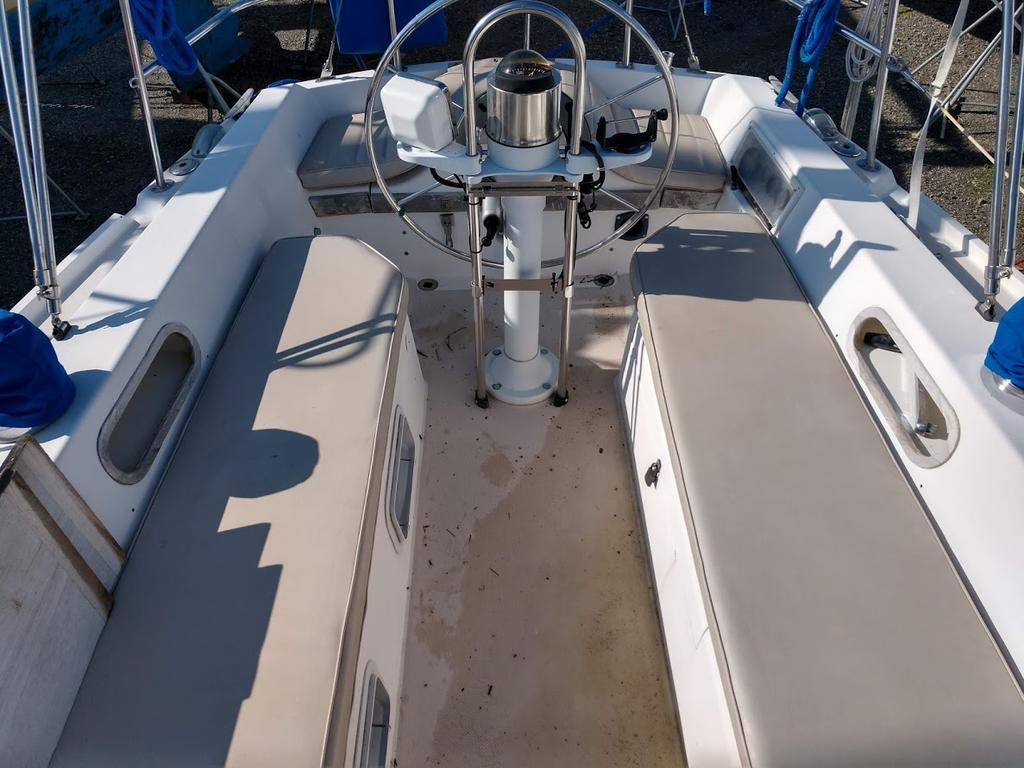 1987 Catalina Yachts Cruiser Series boat for sale, model of the boat is C-34 & Image # 10 of 11