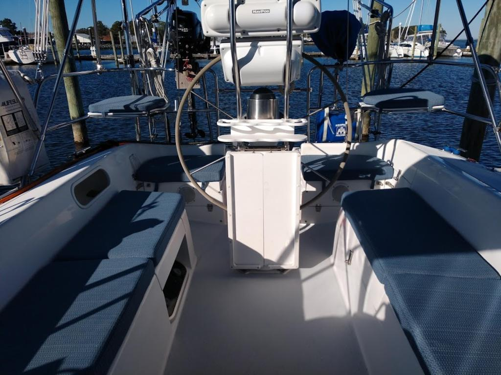 2000 Catalina Yachts Cruiser Series boat for sale, model of the boat is 36 MKII & Image # 10 of 12
