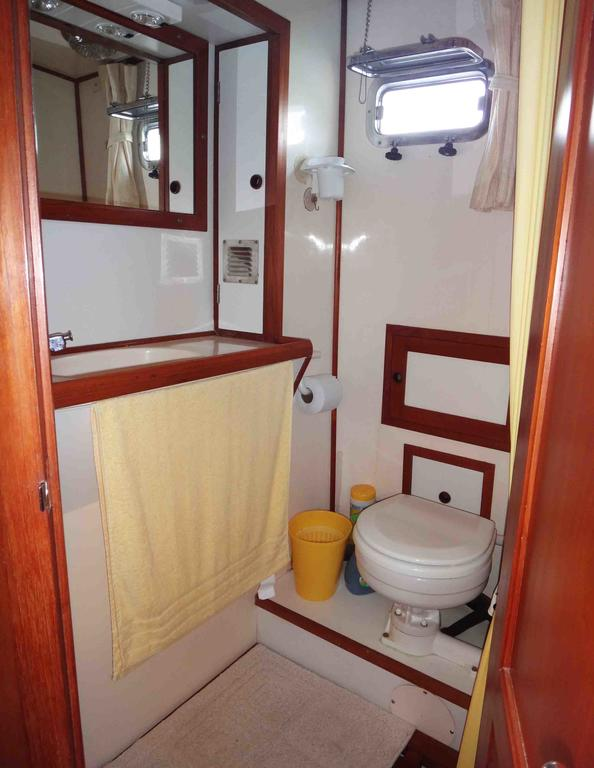 1986 Sea Lord boat for sale, model of the boat is 34 Double Cabin Trawler & Image # 7 of 10