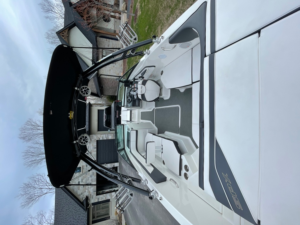 2015 Sea Ray boat for sale, model of the boat is SPX 21.5 & Image # 8 of 10