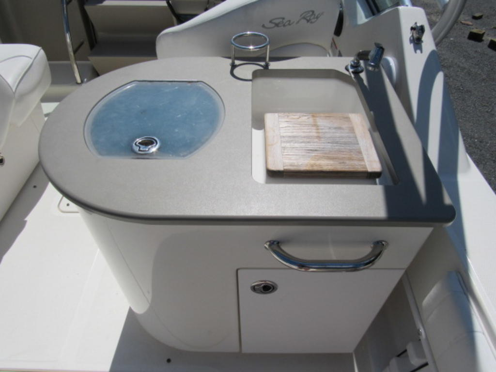 2006 Sea Ray boat for sale, model of the boat is 270 Amberjack & Image # 18 of 48