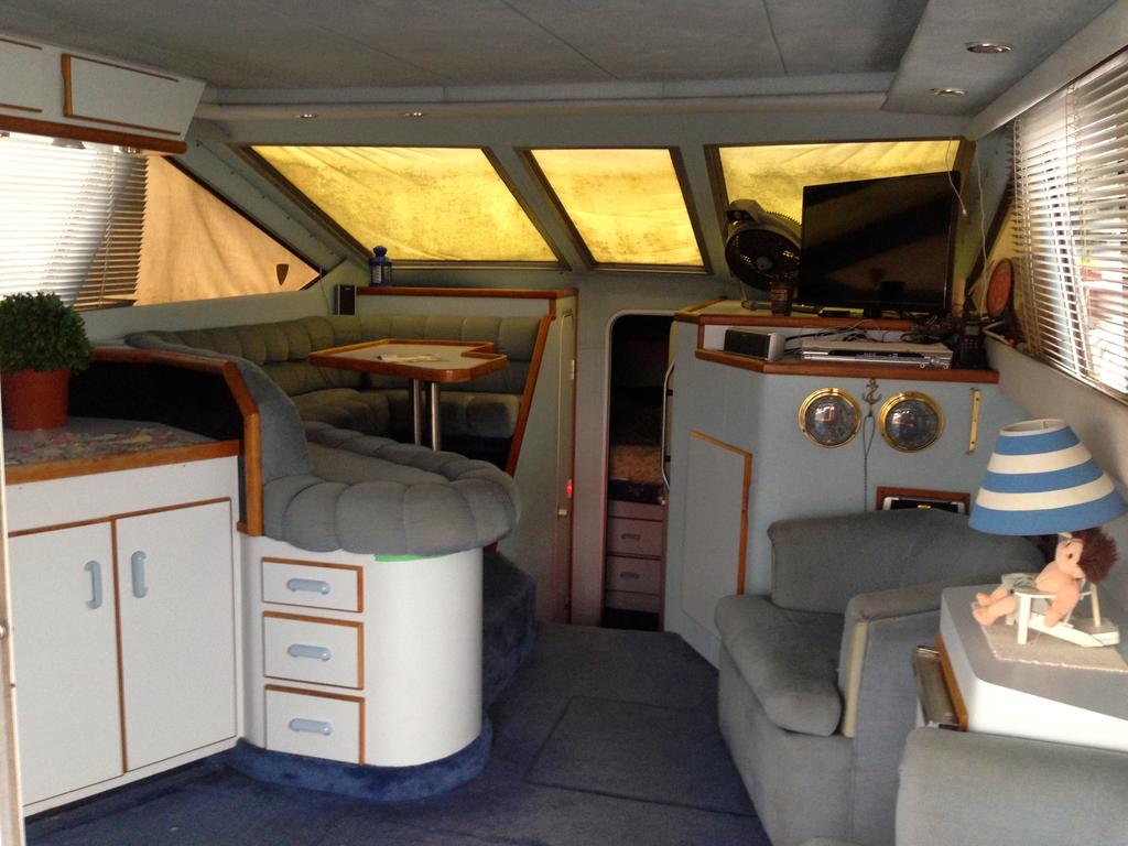 1989 Sea Ray boat for sale, model of the boat is 340 / 345 Sedan Bridge & Image # 38 of 52