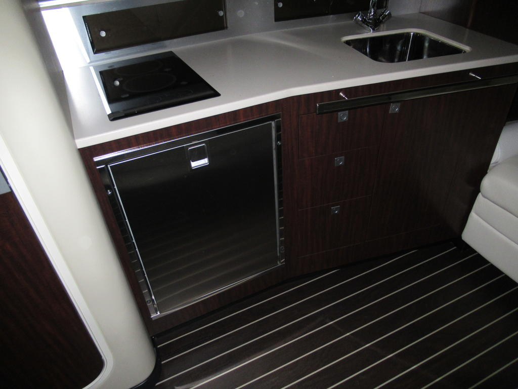 2015 Monterey boat for sale, model of the boat is 355SY & Image # 10 of 10