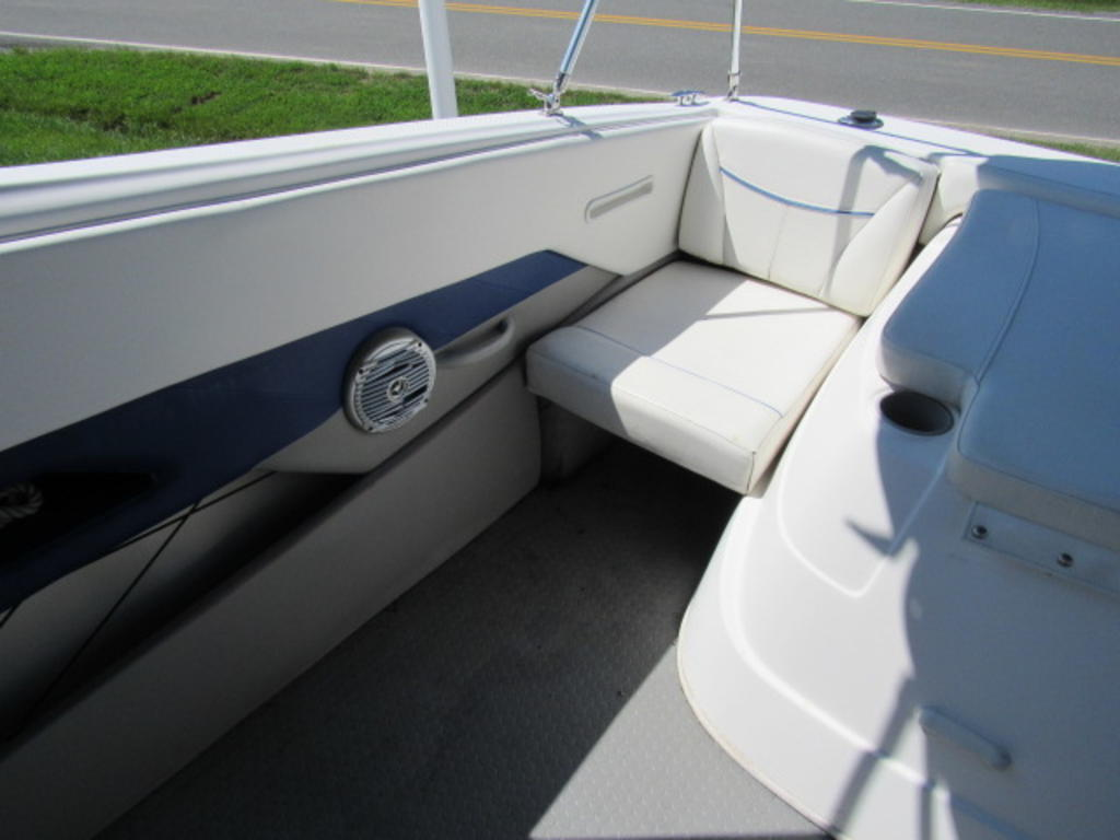 2008 Bayliner boat for sale, model of the boat is 210 Discovery & Image # 26 of 31