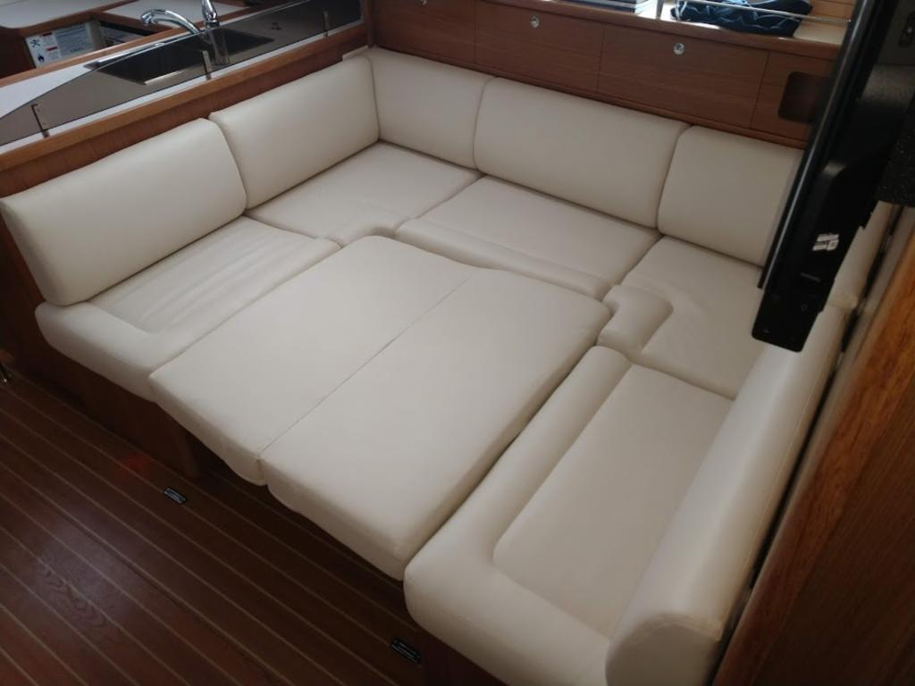 2017 Catalina Yachts Cruiser Series boat for sale, model of the boat is 425 & Image # 7 of 11