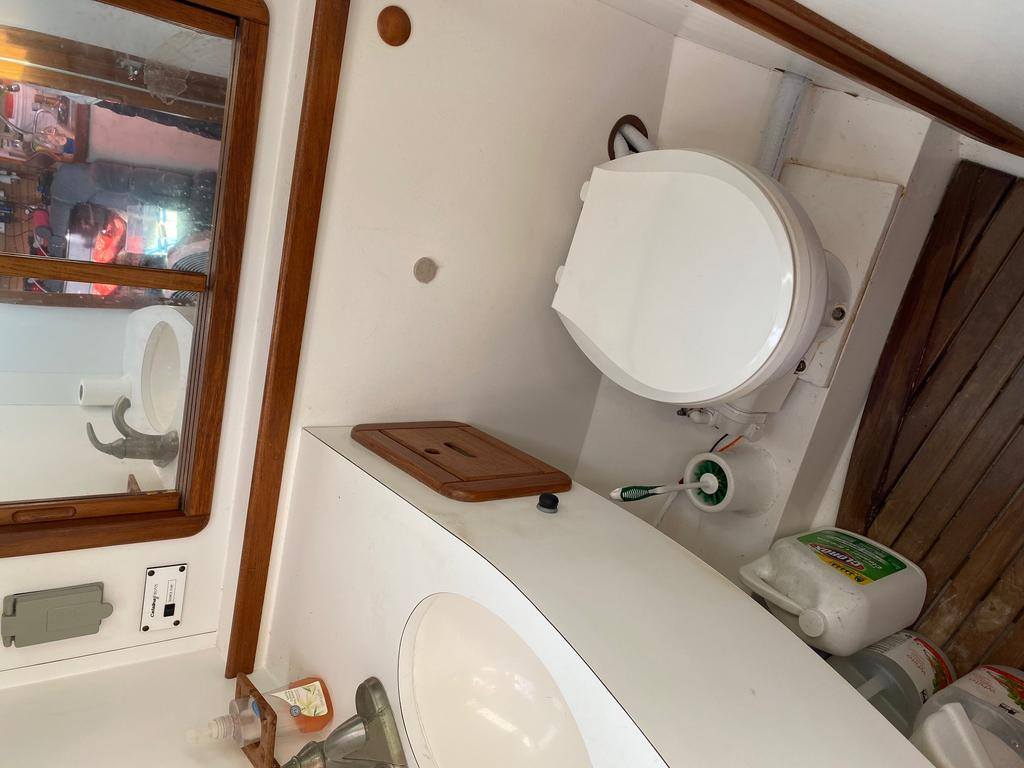 1993 Catalina Yachts Cruiser Series boat for sale, model of the boat is 42 & Image # 5 of 14