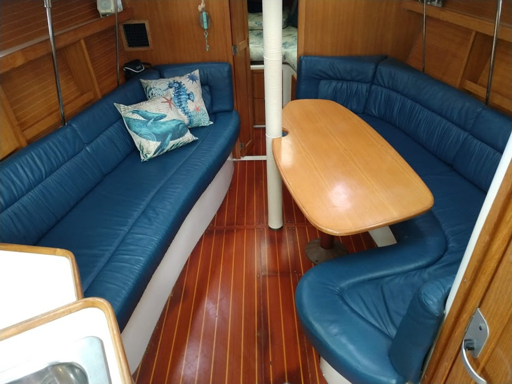 2000 Catalina Yachts boat for sale, model of the boat is 320 & Image # 4 of 12