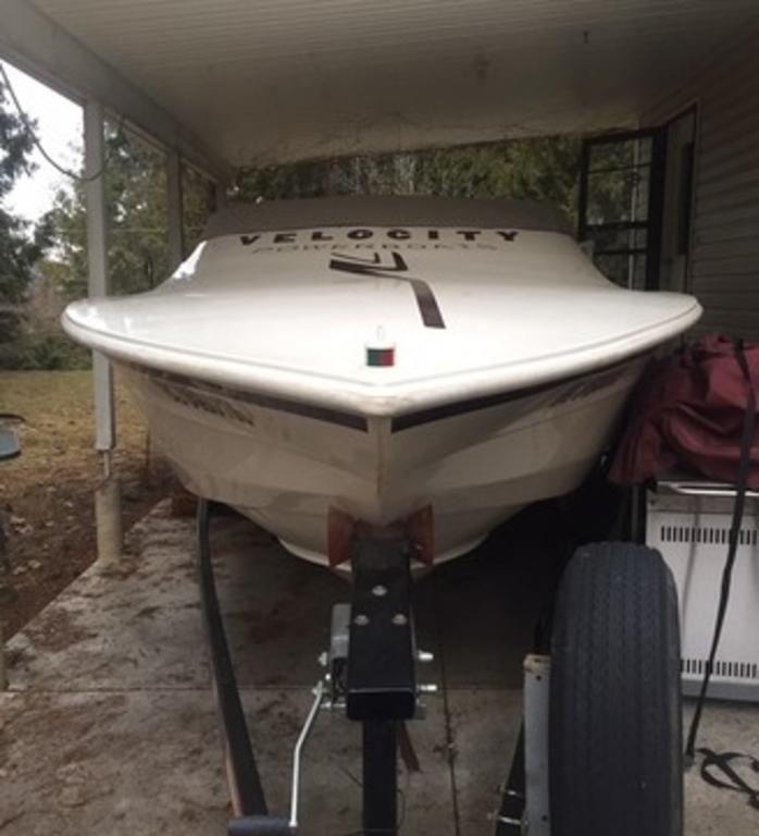 2000 Velocity boat for sale, model of the boat is 260 Performance Cuddy & Image # 7 of 14