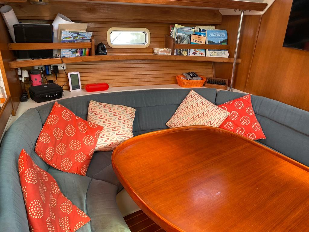 1993 Catalina Yachts Cruiser Series boat for sale, model of the boat is 42 & Image # 3 of 14