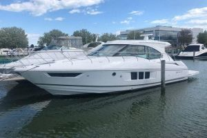 2017 CRUISERS YACHTS CANTIUS for sale