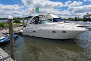 2006 CRUISERS YACHTS 300 EXPRESS for sale