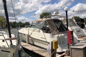 1990 CRUISERS YACHTS 3670 ESPRIT for sale