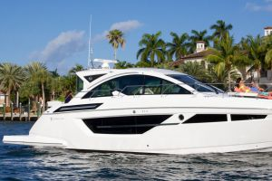 2019 CRUISERS YACHTS CANTIUS for sale