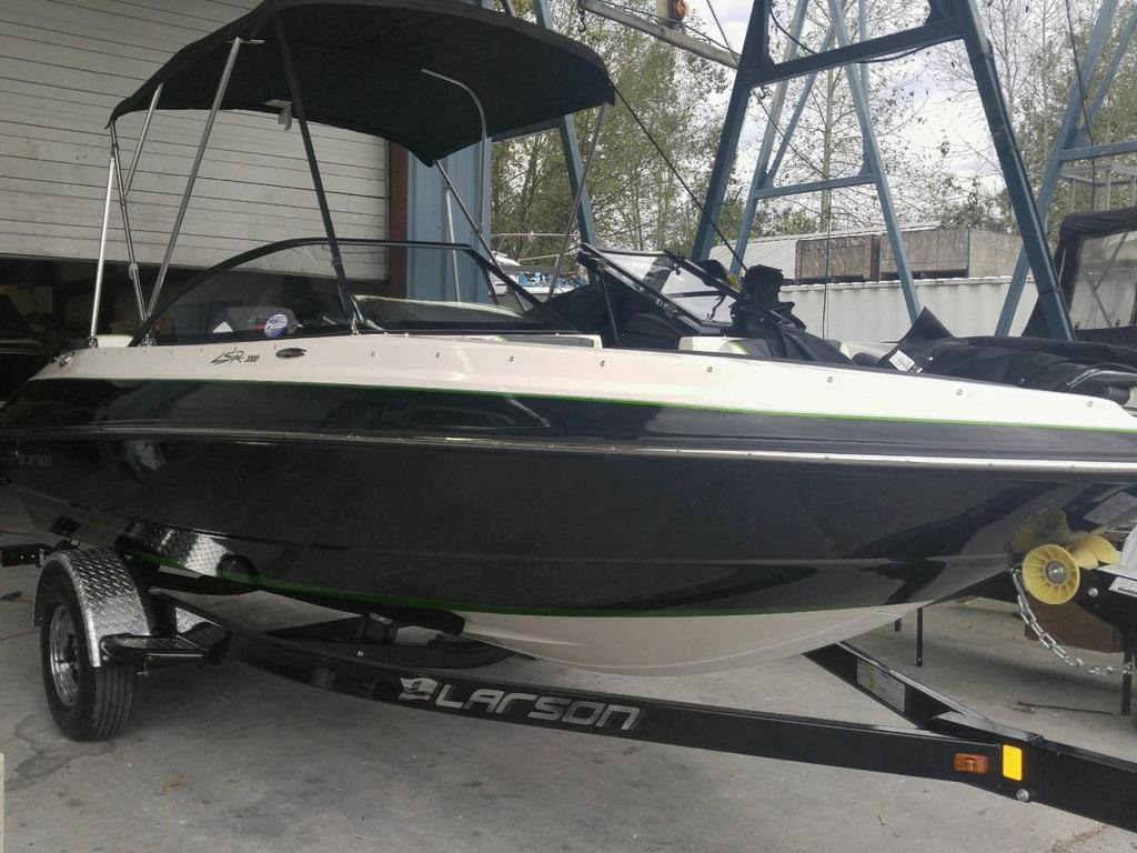 2017 Larson boat for sale, model of the boat is LSR 2000 & Image # 1 of 5