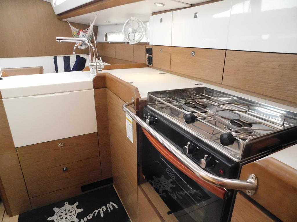 2012 Jeanneau boat for sale, model of the boat is SUN ODYSSEY 44DS & Image # 8 of 36
