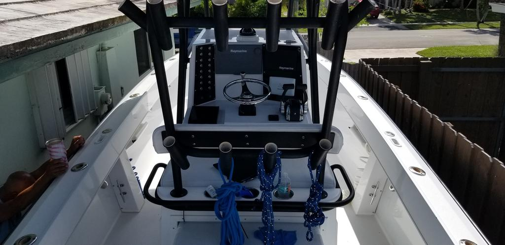 1997 Island Runner boat for sale, model of the boat is 31 CC & Image # 13 of 17