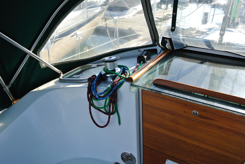 1998 Beneteau boat for sale, model of the boat is Oceanis 321 & Image # 10 of 18