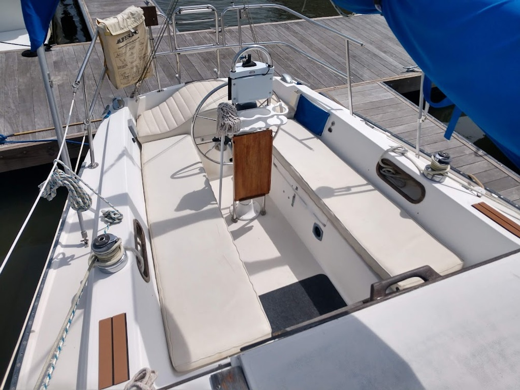 1984 Catalina Yachts Cruiser Series boat for sale, model of the boat is C-30 & Image # 4 of 11