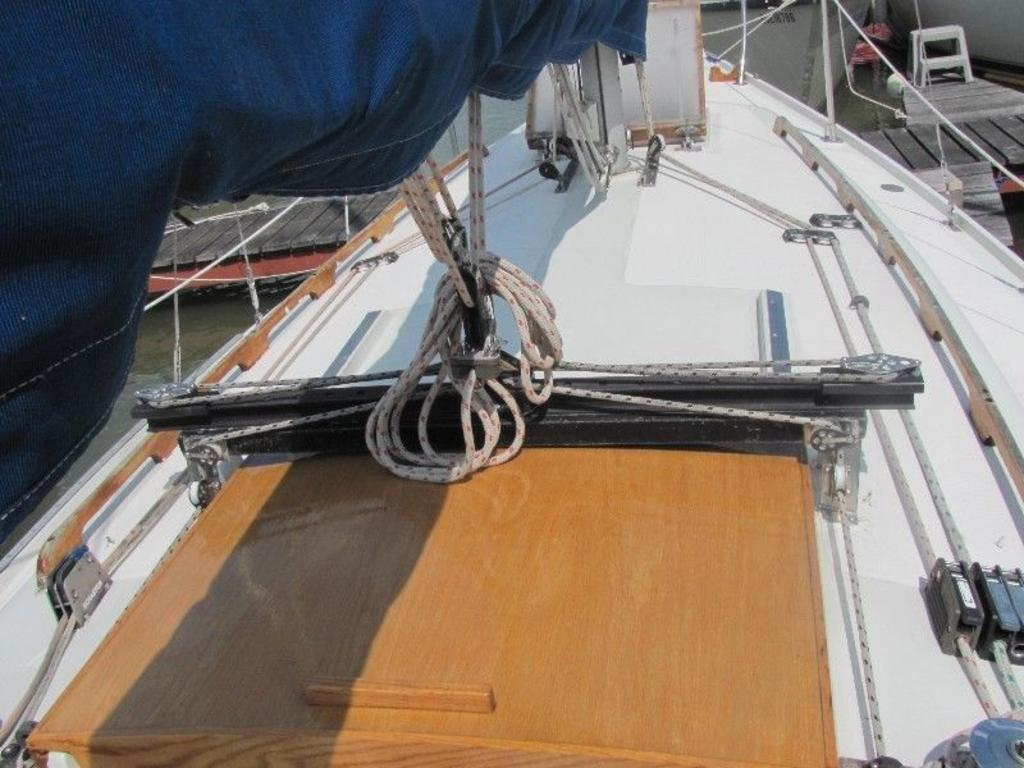 1974 Ericson boat for sale, model of the boat is Ericson 27 & Image # 2 of 8