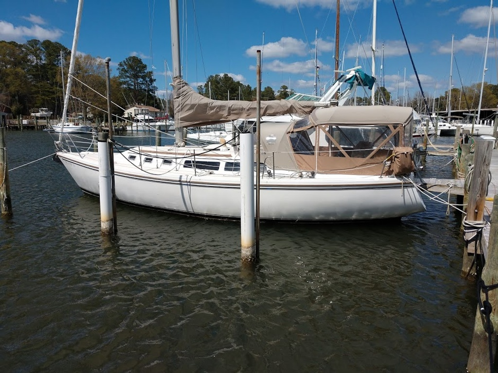 1986 Catalina Yachts boat for sale, model of the boat is 34 & Image # 1 of 11