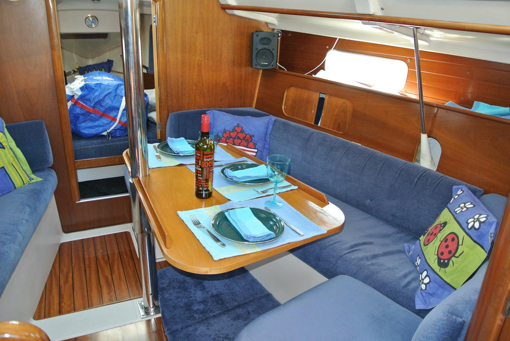1998 Beneteau boat for sale, model of the boat is Oceanis 321 & Image # 14 of 18