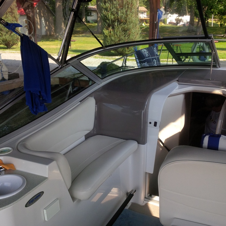 2001 Four Winns boat for sale, model of the boat is 328 Vusta & Image # 8 of 23