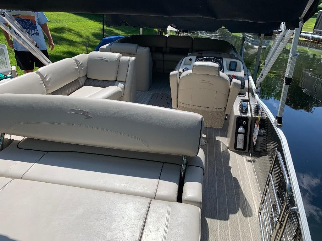 2016 Bennington boat for sale, model of the boat is 2375 RSB - R Series (Rear Swing Back) with Eliptical Sports Package (ESP) - SOLD & Image # 9 of 12