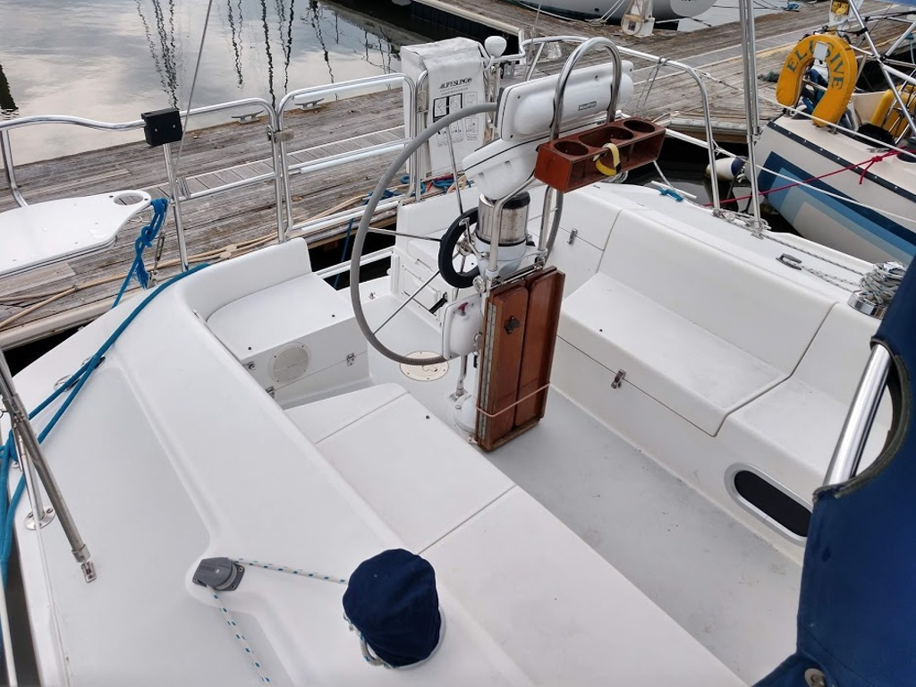 2000 Catalina Yachts boat for sale, model of the boat is 320 & Image # 10 of 12