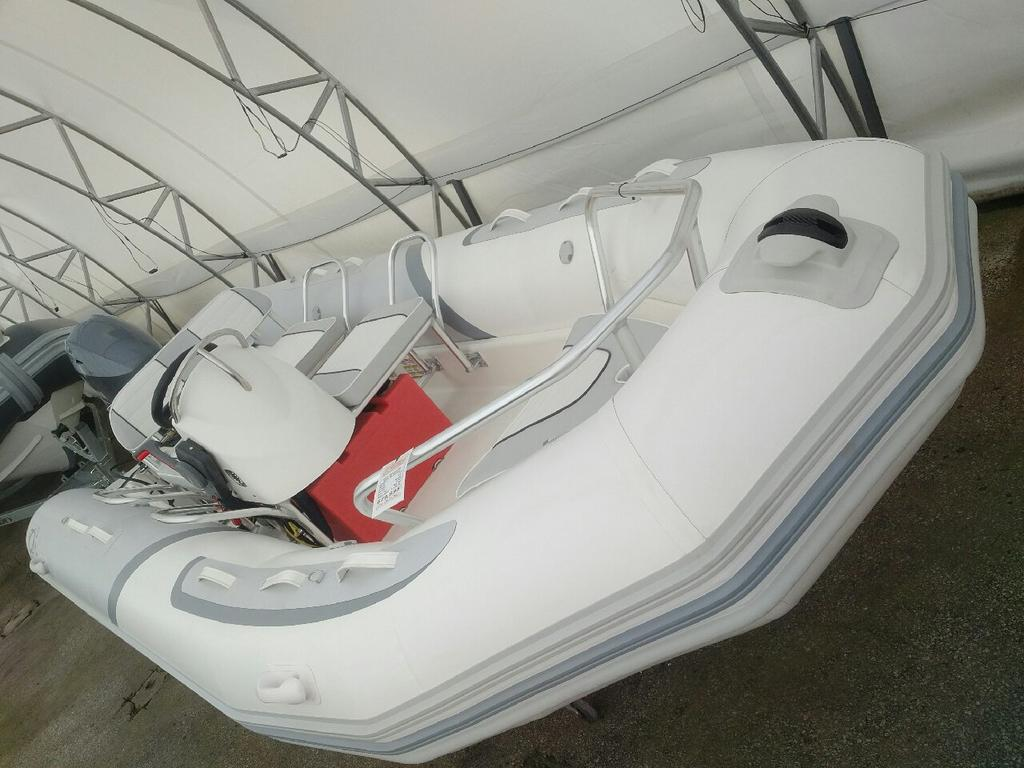 2018 Zodiac boat for sale, model of the boat is Bayrunner 500 Hypalon & Image # 2 of 4